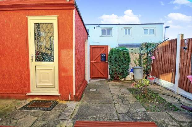 5 Bedrooms Terraced House for sale in Oldwyk,, Basildon, Essex, SS16 4NY