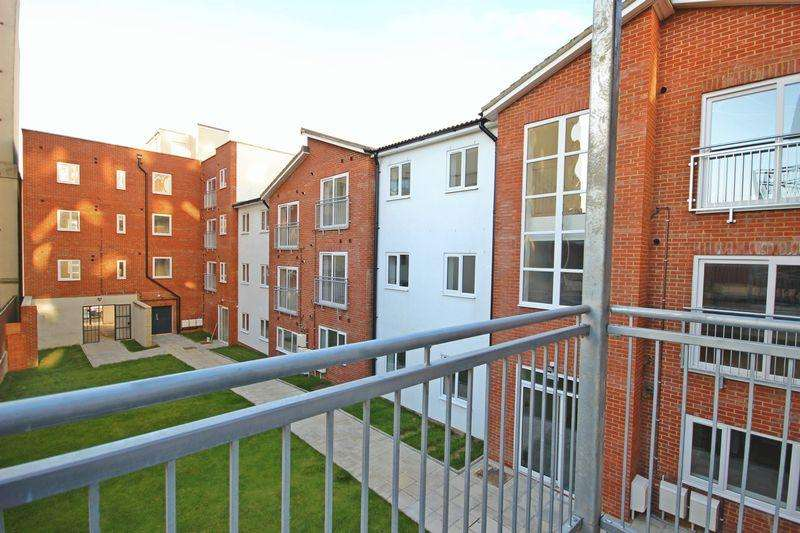 2 Bedrooms Apartment Flat for sale in Old Bedford Road, Luton