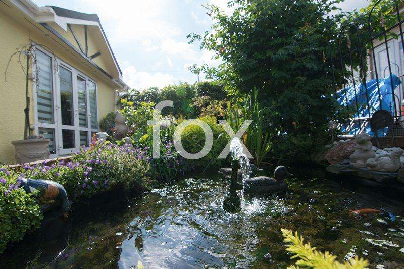 2 Bedrooms Park Home Mobile Home for sale in The Dome, Hockley