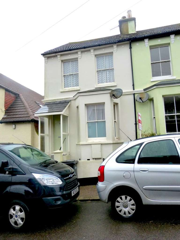 2 Bedrooms Property for rent in Grove Road, HASTINGS, TN35