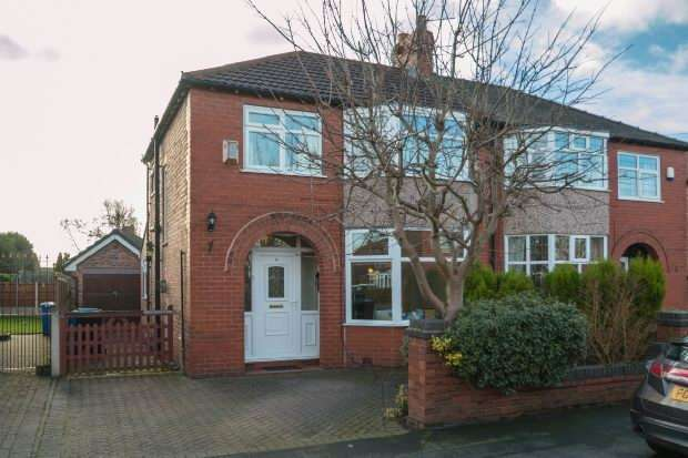 3 Bedrooms Semi Detached House for sale in Tabley Grove, Timperley