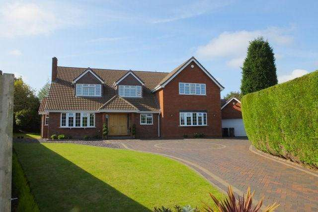 5 Bedrooms Detached House for sale in Barnscroft, Little Aston