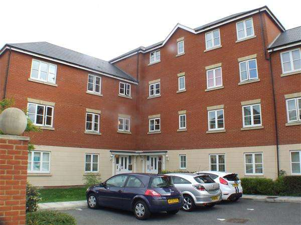 2 Bedrooms Apartment Flat for rent in Halcyon Close, Witham