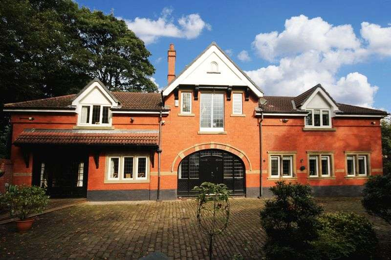 4 Bedrooms Property for sale in Willbutts Lane Passmonds, Rochdale