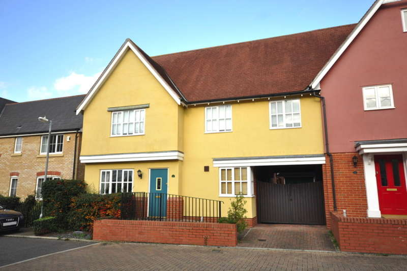 4 Bedrooms Semi Detached House for sale in Castlefields, Great Leighs, Chelmsford, CM3