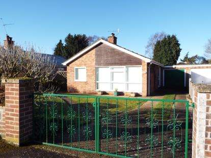 2 Bedrooms Bungalow for sale in Fakenham, Norfolk, England