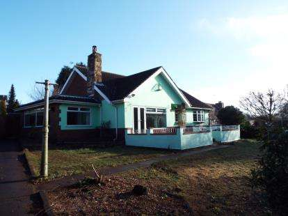 3 Bedrooms Bungalow for sale in The Fairway, Gedling, Nottingham