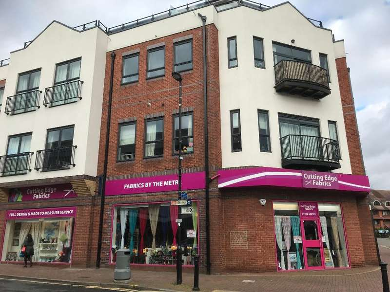 2 Bedrooms Apartment Flat for sale in St Georges Court, Camberley, Surrey, GU15 3QZ