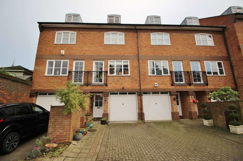 3 Bedrooms Town House for sale in Bowes Lyon Mews, St. Albans, Hertfordshire, AL3