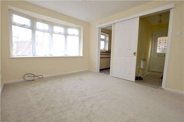 1 Bedroom Flat for sale in Hawthorn Rise, Stroud, Gloucestershire, GL5 4QR