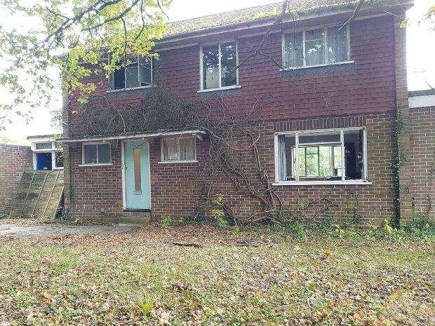 4 Bedrooms Detached House for sale in Fairway Avenue, Tilehurst, Reading,