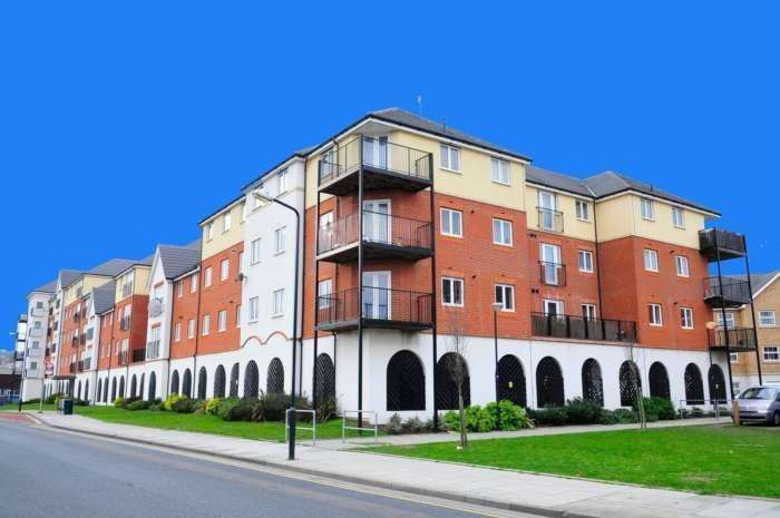 2 Bedrooms Apartment Flat for rent in Longacre House, West Thamesmead SE18