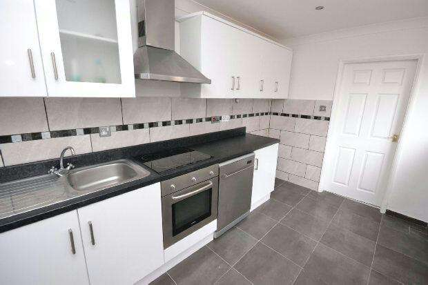 3 Bedrooms End Of Terrace House for sale in Rutland Street, GRIMSBY