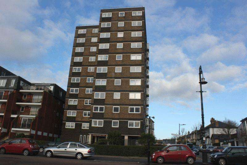 2 Bedrooms Flat for sale in Westcliff Parade, Westcliff-On-Sea