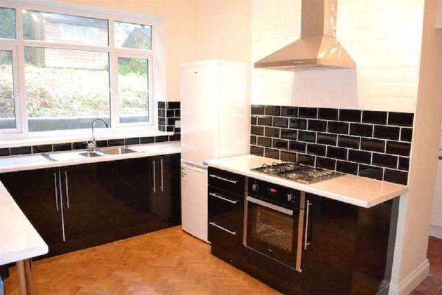 3 Bedrooms Semi Detached House for rent in Eversley Road, Sketty, Swansea. SA2 9DA