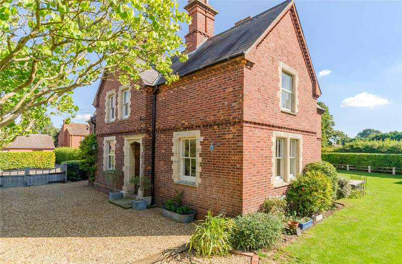 4 Bedrooms Detached House for sale in School Lane, Marston, Grantham, NG32