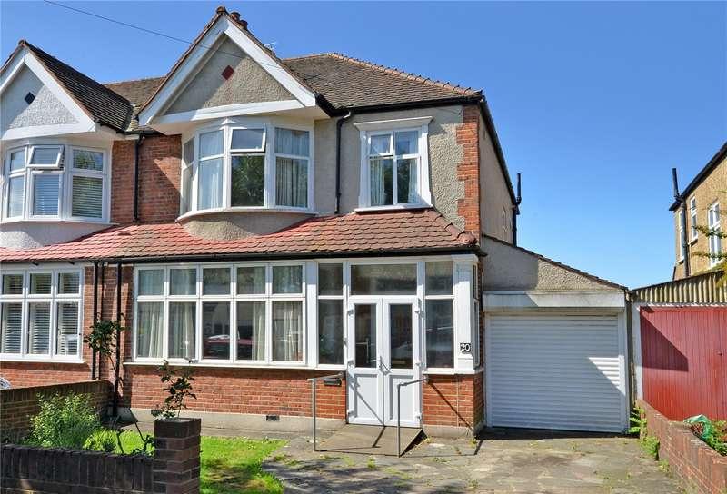 3 Bedrooms Semi Detached House for sale in Elm Way, Worcester Park, Surrey, KT4