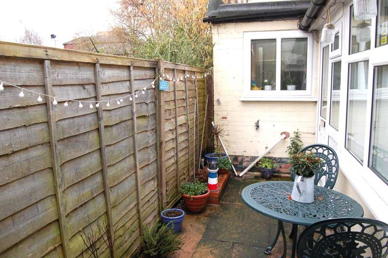 2 Bedrooms End Of Terrace House for rent in A 19, Priory Road, Alcester, B49