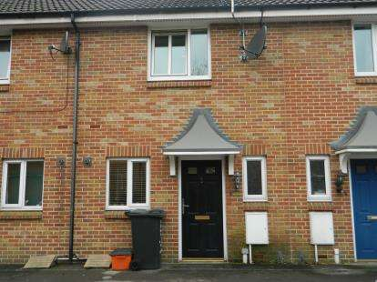 2 Bedrooms Terraced House for sale in Woodhouse Road, Park North, Swindon, Wiltshire