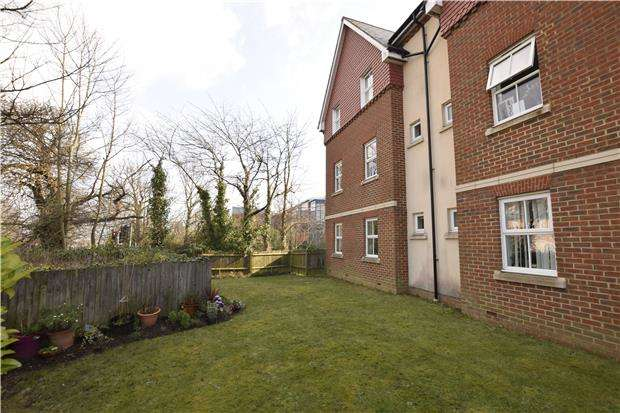 2 Bedrooms Flat for sale in Nazareth Close, BEXHILL-ON-SEA, East Sussex, TN40 2LF