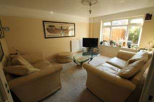 3 Bedrooms Terraced House for sale in Elgar Close, London