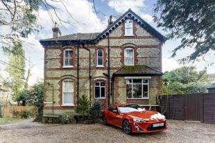 2 Bedrooms Flat for sale in Denefield Drive, Valley Road, Kenley, Surrey