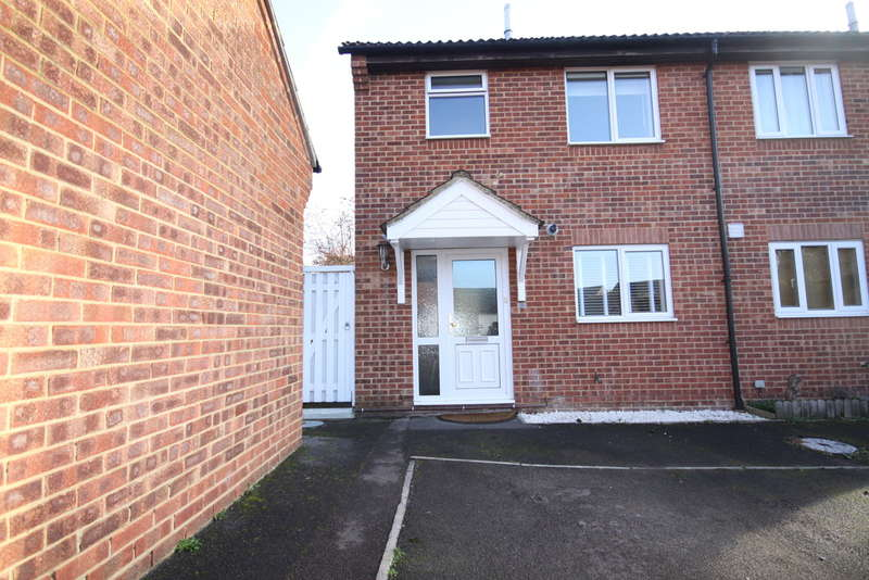 3 Bedrooms Semi Detached House for sale in Wilfred Way, Thatcham