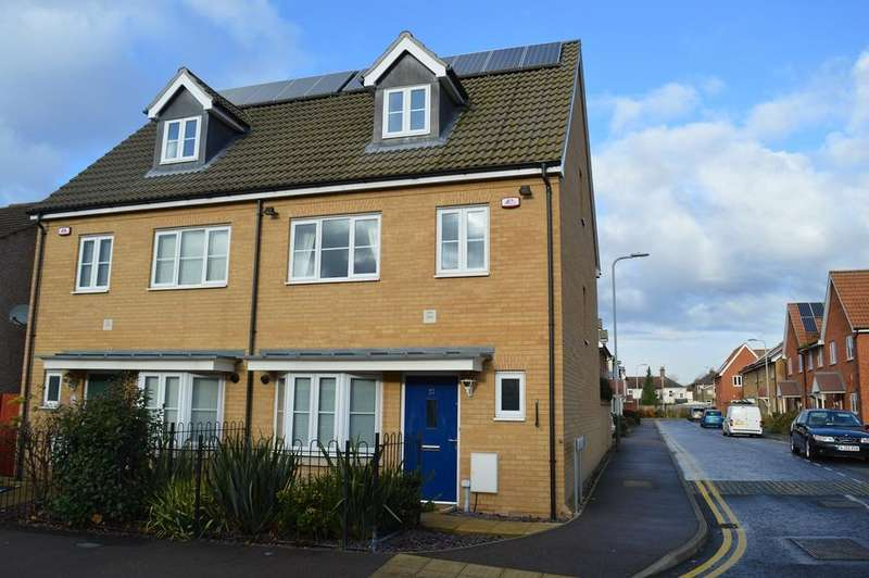 4 Bedrooms Semi Detached House for sale in Shaftesbury Road, Romford, RM1
