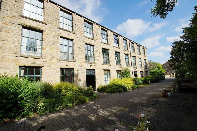 2 Bedrooms Ground Flat for sale in Wool Road, Dobcross OL3