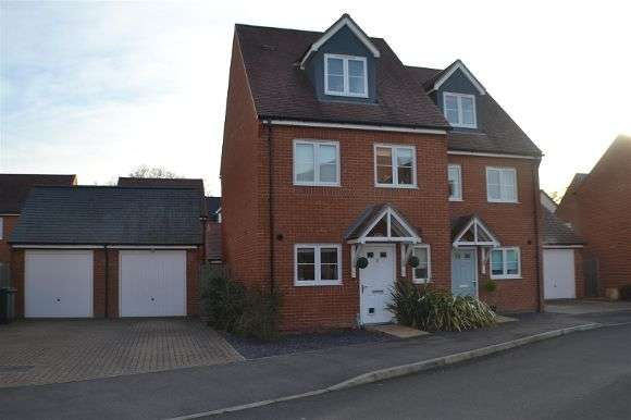 3 Bedrooms Semi Detached House for sale in County Drive, Tadley