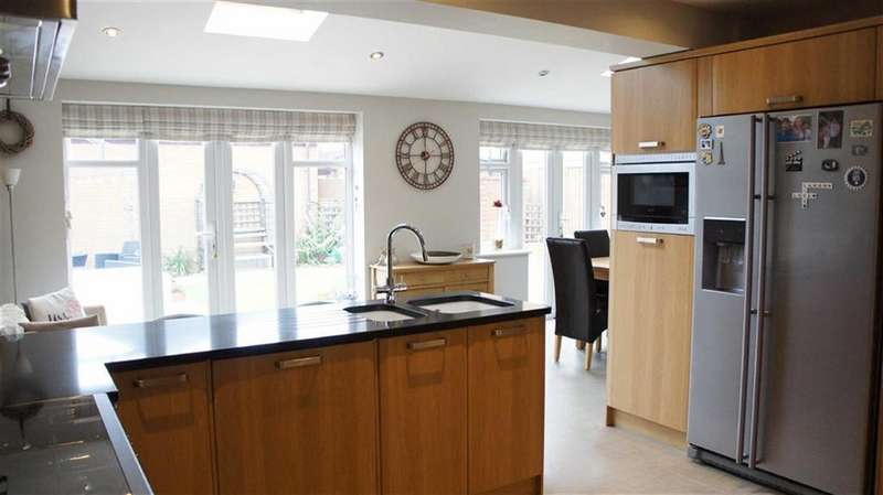 4 Bedrooms Detached House for sale in Belcher Close, Heather