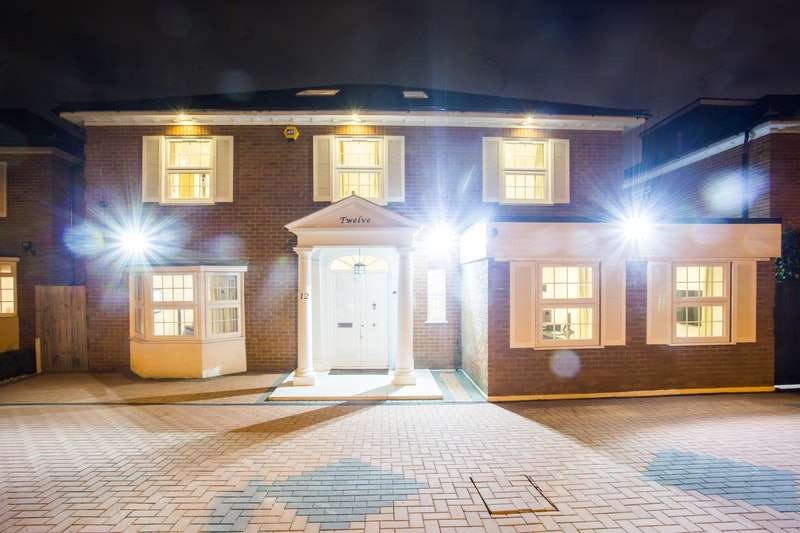7 Bedrooms Detached House for sale in Grantham Close, Stanmore Borders, Stanmore, Middlesex, HA8