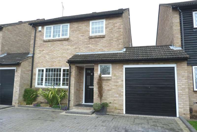 3 Bedrooms House for sale in Surrey Way, Laindon West, Essex, SS15