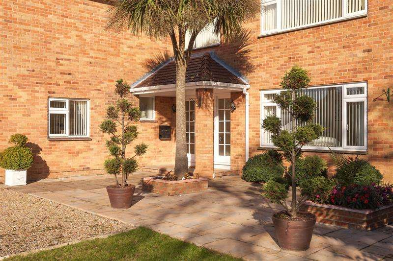 5 Bedrooms Detached House for sale in Solent Drive Warsash Southampton