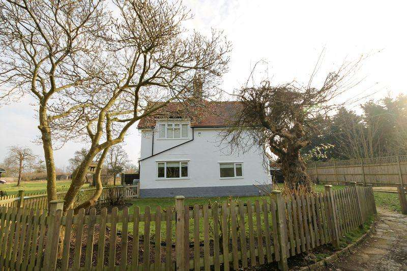 4 Bedrooms Semi Detached House for sale in Lumley Road, Emsworth