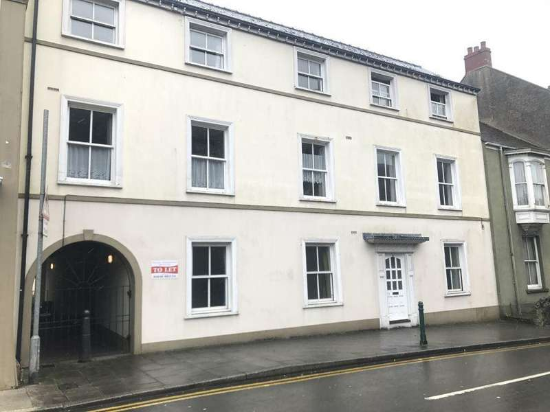 2 Bedrooms Flat for rent in Westgate Hill, Pembroke, Pembrokeshire