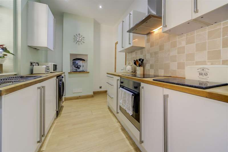 2 Bedrooms Terraced House for sale in Cross Street North, Haslingden, Rossendale