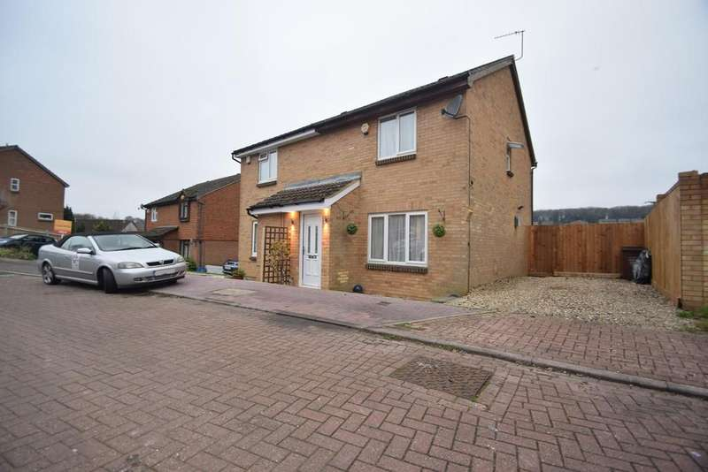3 Bedrooms Semi Detached House for sale in Winchelsea Road, Chatham, ME5