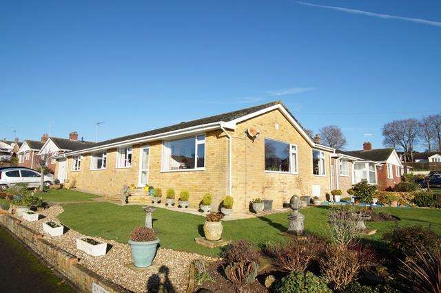 3 Bedrooms Detached Bungalow for sale in Andrew Close, Blandford Forum