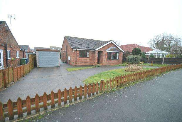 2 Bedrooms Detached Bungalow for sale in Tennyson Close, Caistor , MARKET RASEN
