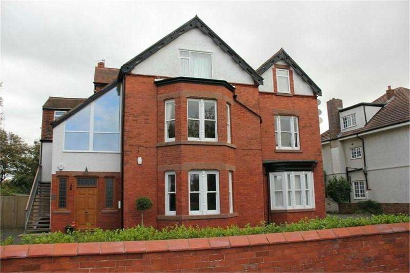 3 Bedrooms Apartment Flat for rent in Meols Drive