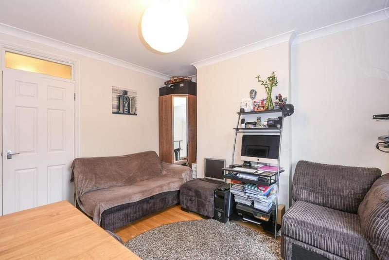 1 Bedroom Flat for sale in York Parade, Great West Road, Brentford