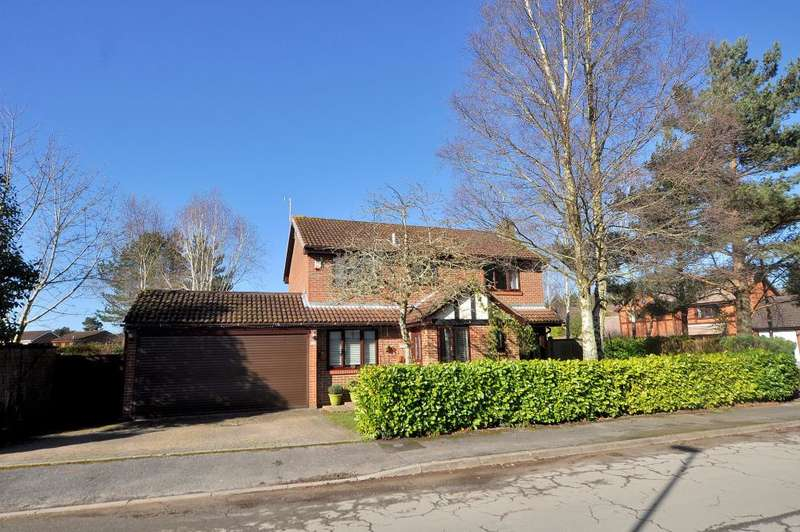 4 Bedrooms Detached House for sale in Redwood Drive, Ferndown