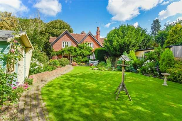 3 Bedrooms Cottage House for sale in The Cottage, Purton Lane, Farnham Royal, Buckinghamshire