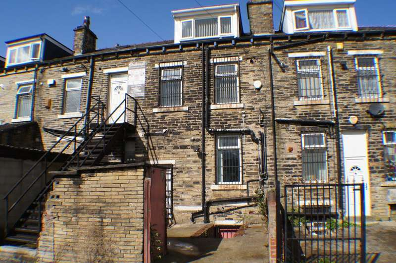 2 Bedrooms Flat for rent in Whetley Lane, Bradford BD8