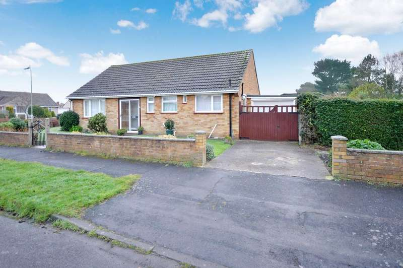 2 Bedrooms Detached Bungalow for sale in Glen Close, Barton On Sea, New Milton