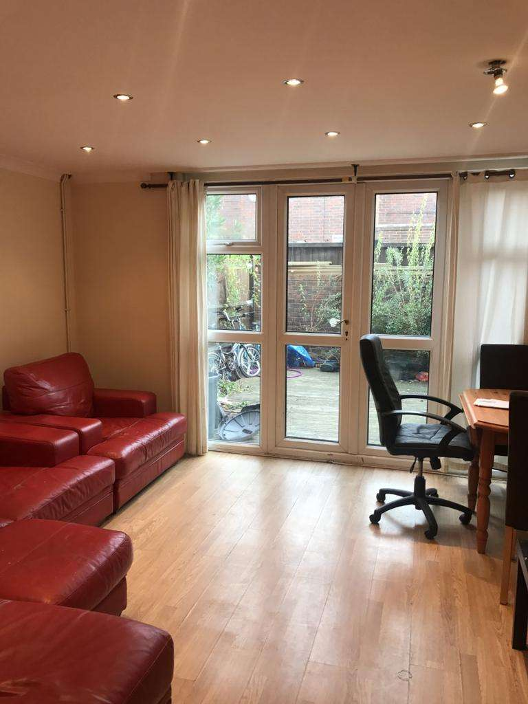 4 Bedrooms Maisonette Flat for sale in Mowatt Close, London N19