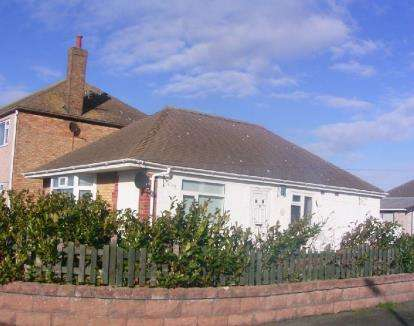 3 Bedrooms Bungalow for sale in The Boulevard, Prestatyn, Denbighshire, LL19