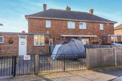 3 Bedrooms Semi Detached House for sale in Lady Matildas Drive, Skegness, Lincolnshire