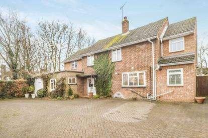 6 Bedrooms Detached House for sale in London Road, Woolmer Green, Knebworth, Hertfordshire